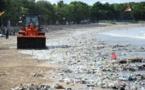 Un océan de déchets envahit les plages à Bali