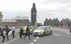 Une voiture fonce sur les barrières de sécurité du Parlement à Londres