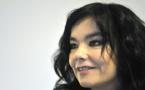 Björk réédite tous ses albums en cassettes colorées