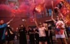 Des centaines de supporters de Liverpool fêtent le titre à Anfield