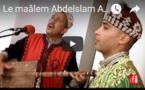 "Le maâlem Abdelslam Alikane Souiri joue ""Bania"" - Festival gnawa d'Essaouira, Maroc RFI  RFI"