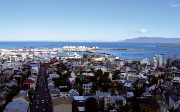 Citée comme un modèle de réussite économique et sociale, l'Islande est au bord de la faillite : La fin du rêve islandais