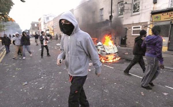 Violences urbaines en Angleterre : Retour à un calme précaire à Londres