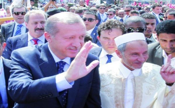 Au lendemain de la visite de Sarkozy et de Cameron : Arrivée du Premier ministre turc à Tripoli