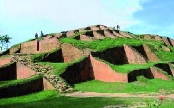 """Au Bangladesh, le """"recyclage"""" de vieilles pierres menace une cité millénaire"""