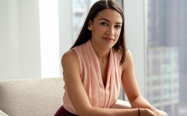 Alexandria Ocasio-Cortez, star des réseaux sociaux plus que jamais cible des conservateurs