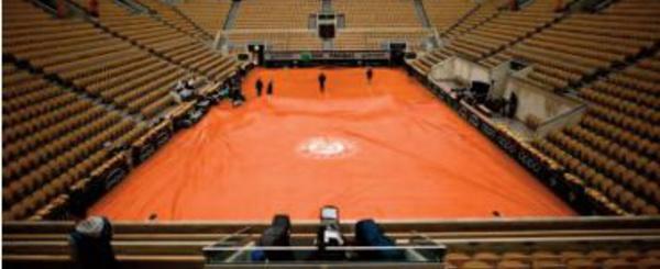 Roland-Garros repoussé d' une semaine en espérant du public
