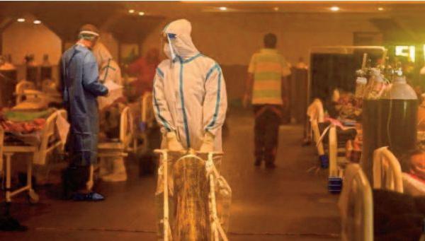 Nouveau record quotidien de contaminations et décès en Inde