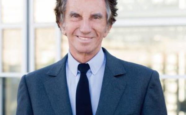 Jack Lang. Je suis heureux que le Roi du Maroc apporte un soutien humanitaire aux populations de Gaza