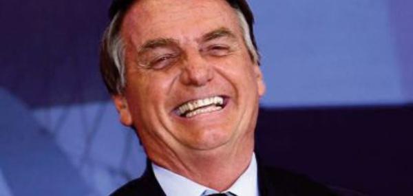 Bolsonaro dit qu 'il se cache pour pleurer dans les toilettes