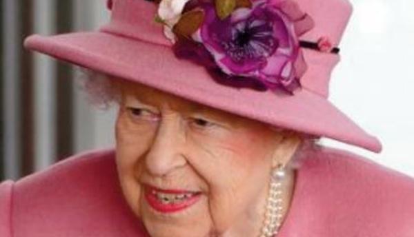 La reine Elizabeth II hospitalisée durant la nuit de mercredi à jeudi