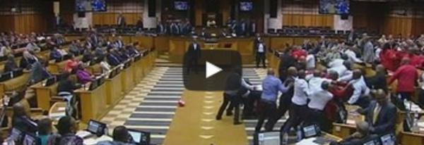 Afrique du Sud : Protestations au parlement contre Jacob Zuma