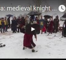 Serbie: combat de chevalier médiéval et nage en eaux froides