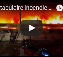 Spectaculaire incendie dans une décharge italienne