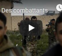 Des combattants du groupe EI se rendent aux forces arabo-kurdes à Baghouz, dans l'est de la Syrie