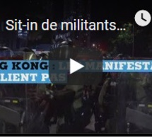 Sit-in de militants prodémocratie dans un centre commercial à Hong Kong
