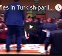 Des échauffourées au parlement turc