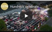 Les fêtards allemands dansent toute la nuit grâce à la 'voiture-disco'