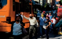Dans un Venezuela en crise, les autobus se transforment en bureaux de change