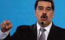 """Maduro menace de """" répondre avec force """" au commando colombien"""