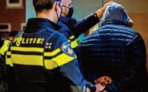 """Quatre mois de prison pour un Danois qui a toussé sur des policiers en criant """" corona """""""