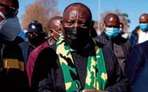 dans la province du Gauteng, la plus peuplée et qui était l'épicentre de la troisième vague, les contaminations sont toujours en hausse dans les provinces du CapOriental, du Cap-Occidental et du KwaZulu-Natal. Le président a souligné que le nombre de